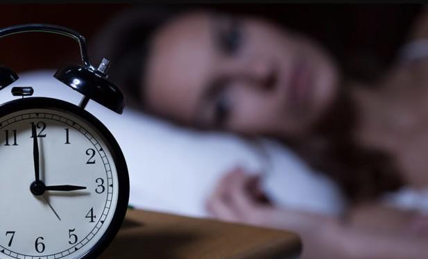 Женщина не может уснуть ночью